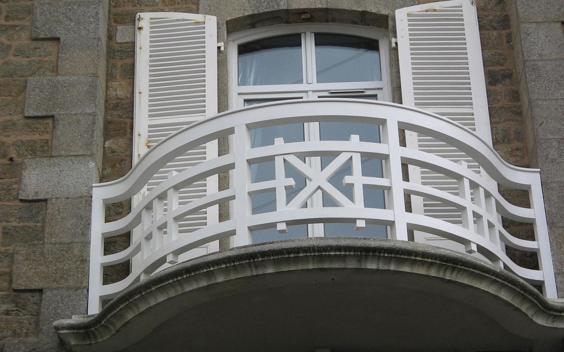 balcon-bois-fabrication-pose-manoir-menuiserie-josselin-pleslin-trigavou-dinan-dinard-saint-malo