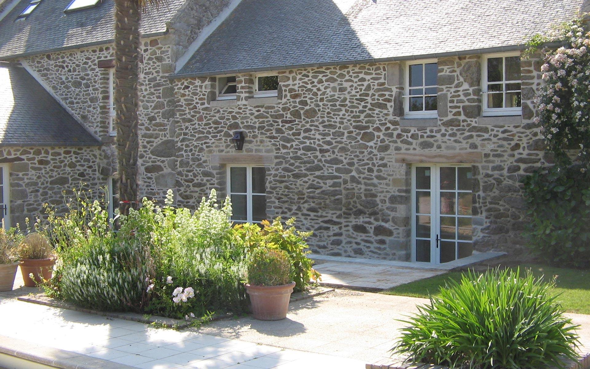 fenetres-pvc-renovation-pose-maison-particuliers-menuiserie-josselin-pleslin-trigavou-dinan-dinard-saint-malo