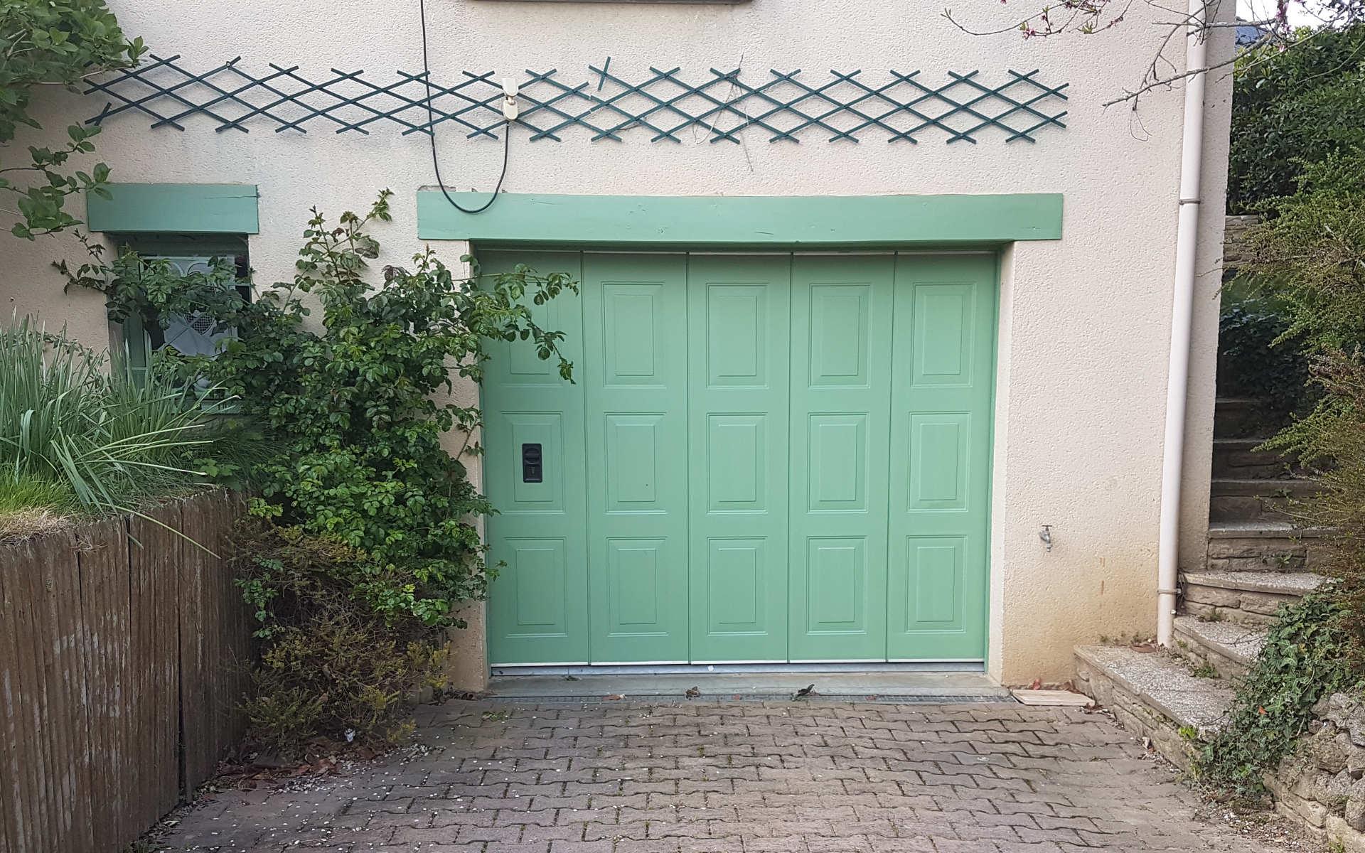 porte-garage-sectionnelle-motorisee-menuiserie josselin-pleslin-trigavou-dinan-dinard-saint-malo